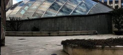 I am at the center of Vigo near a plaza