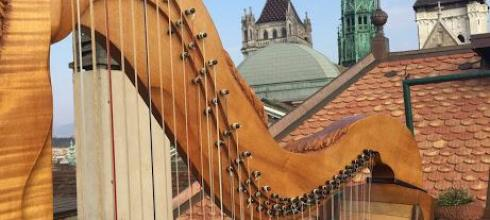 The harp on the terrace, a beautiful day to practice!