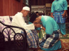 This is what seeking forgiveness looks like during Eid (Google images)